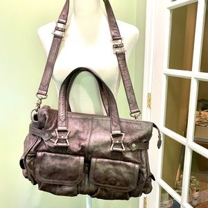 Beautiful leather bag with so many pockets